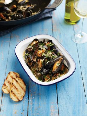 Smoked-Mussels-With-White-Wine.jpg